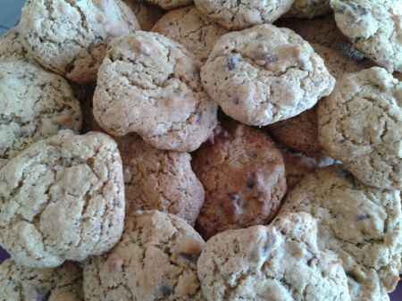 GALLETAS CON CHOCOLATE Y NUECES. COKIES
